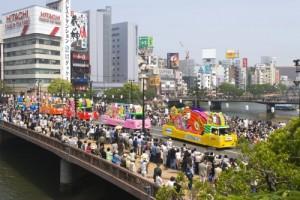 どんたく・花自動車のパレード(提供:福岡市)